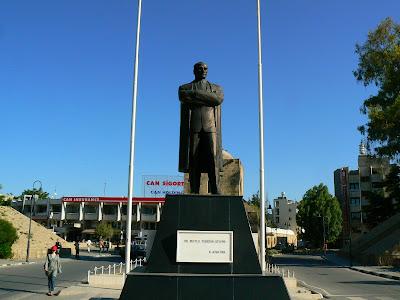 Imagini Cipru de Nord: statuia lui Ataturk Nicosia