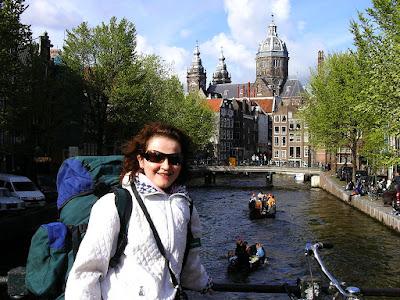 Obiective turistice Olanda: canale in Amsterdam si Oude Kerk