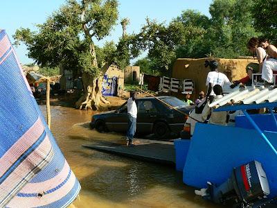 Imagini Djenne: ferry peste fluviul Niger