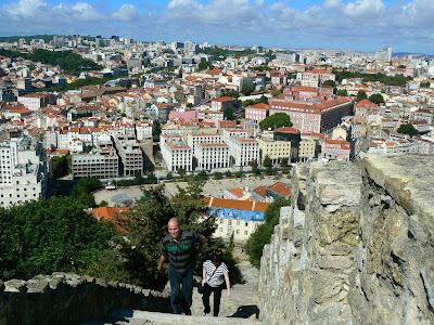 Imagini Portugalia: la urcare spre Castel Sao Jorge Lisabona