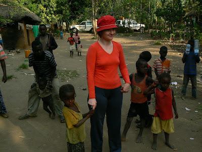 Obiective turistice Etiopia: de mana cu fetite, sat Ari
