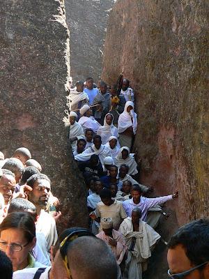Imagini Etiopia: pelerini etiopieni in Lalibela
