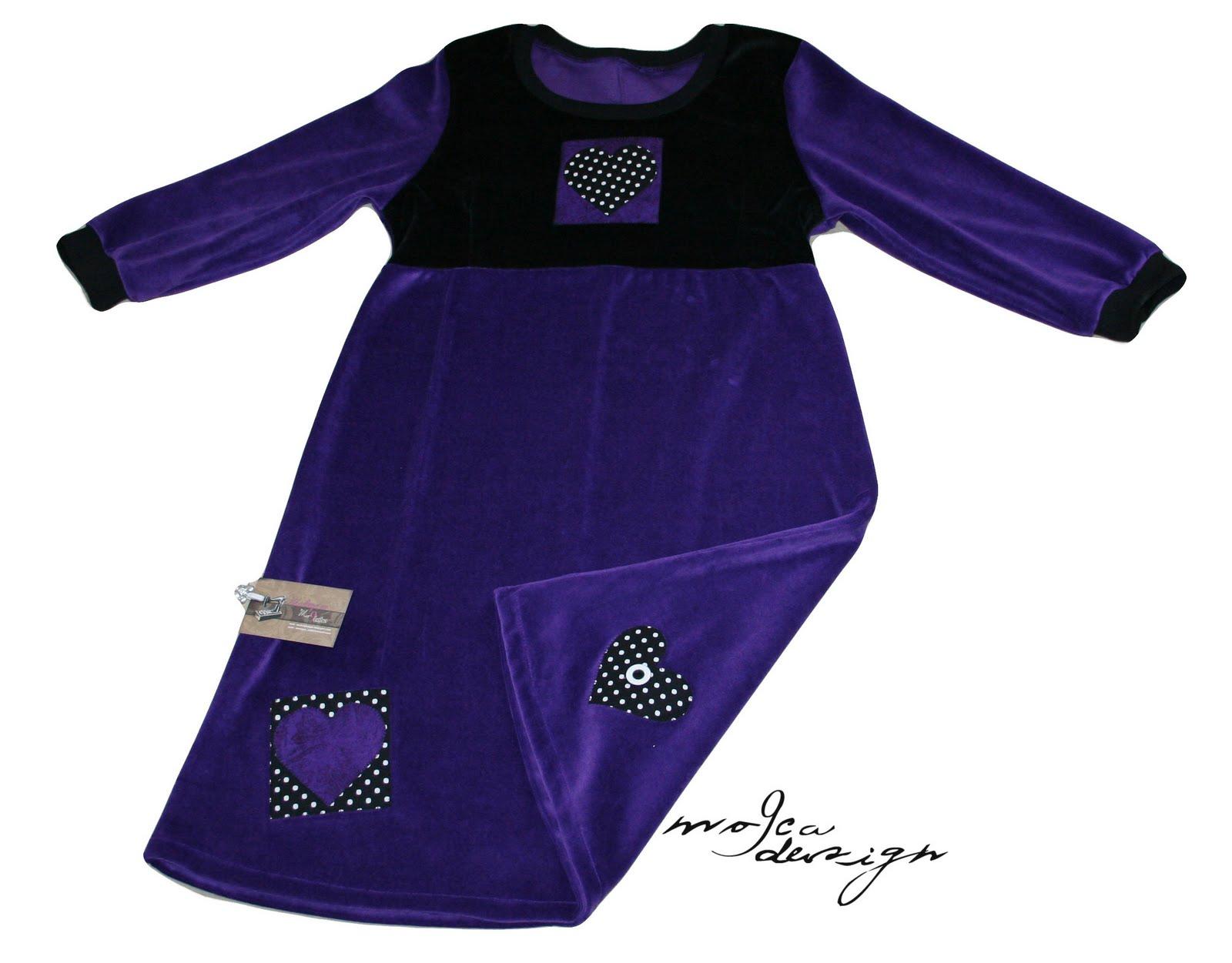 4a9e4df2b331 Og her en body og bukse til Frida. Laget i stripete jersey fra stoff og stil...meningen  å matche kjolene du finner her! Str.92.