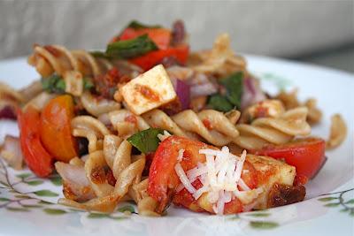 Ina garten s pasta with sun dried tomatoes for Ina garten summer garden pasta
