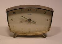 de7688f5ee3 Relógio despertador típico anos 60 com reserva de marcha para 8 dias