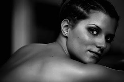 Frauenportrait - schwarz weiß Teilakt