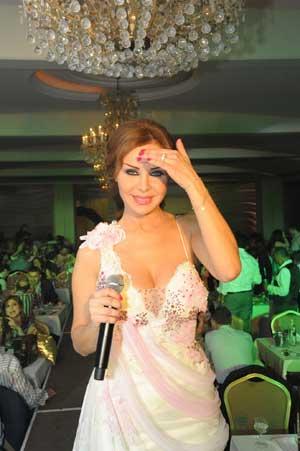 ca9b9a4e58c80 على وقع أجمل موسيقى لأحلى أغنياتها أطلت النجمة رولا سعد في سهرة رأس السنة  التي نظمت في