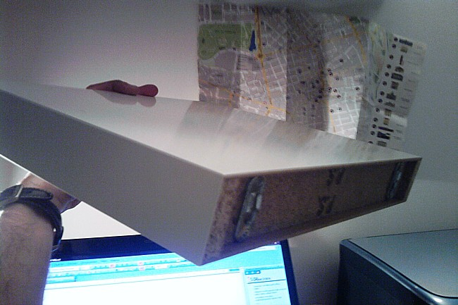 El libro flotante mi llave allen for Ikea lack mensola