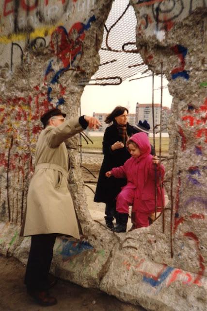 90 berlin wall hole http www gorara com wie wars mit on berlin wall id=83819