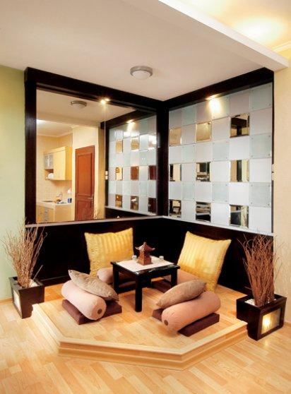 Material Cermin Selalu Menyenangkan Untuk Digunakan Pada Ruang Tamu Membuat Ruangan Terasa Lebih Luas Menjadi Mewah