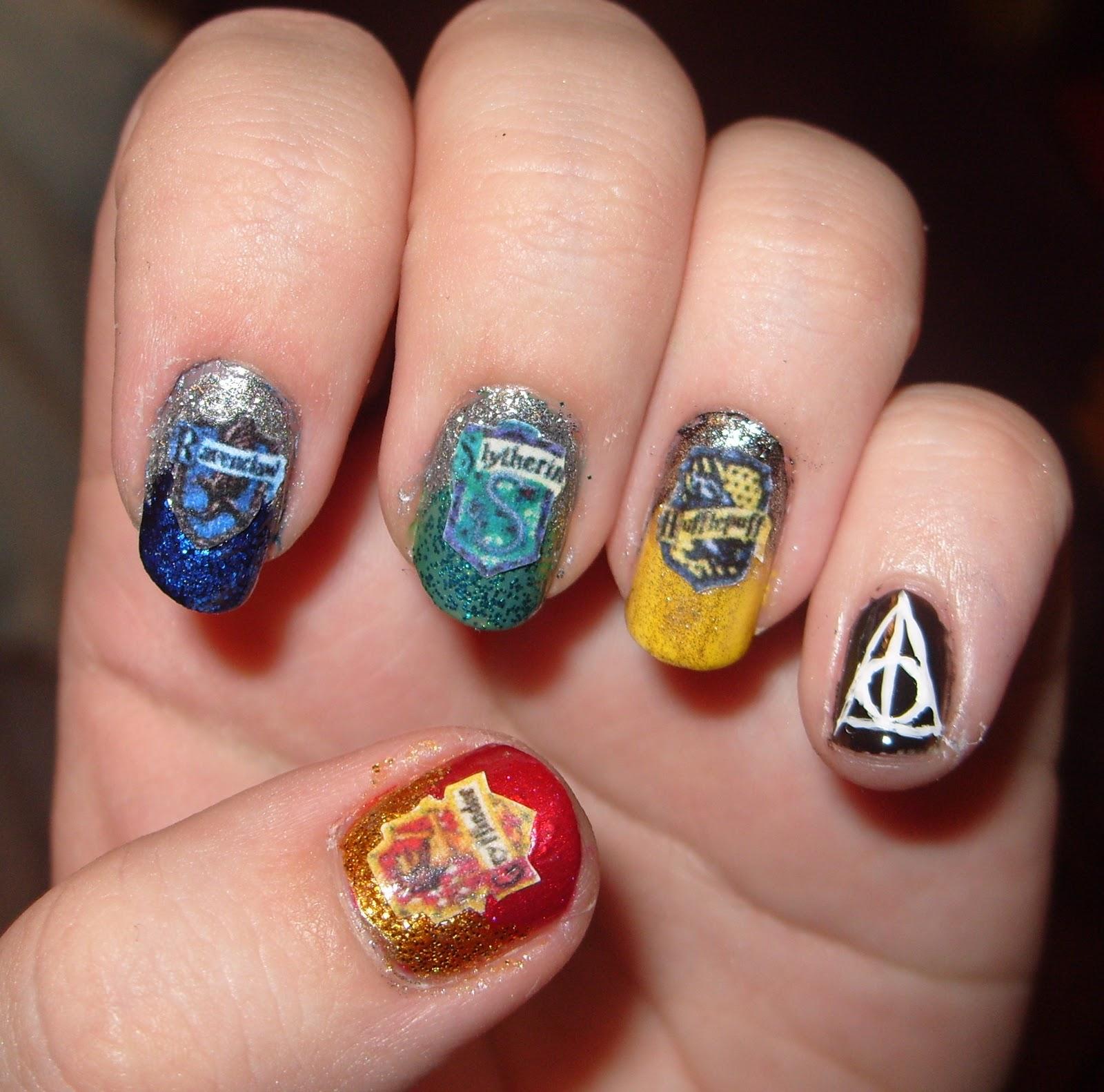 sharihearts: Harry Potter Themed Nail Art