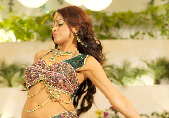 udaya bhanu from leader item song unseen pics