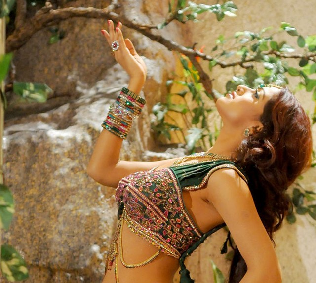udaya bhanu from leader item song hot photoshoot