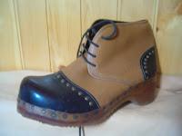 calzature con rame bulloni e borchie