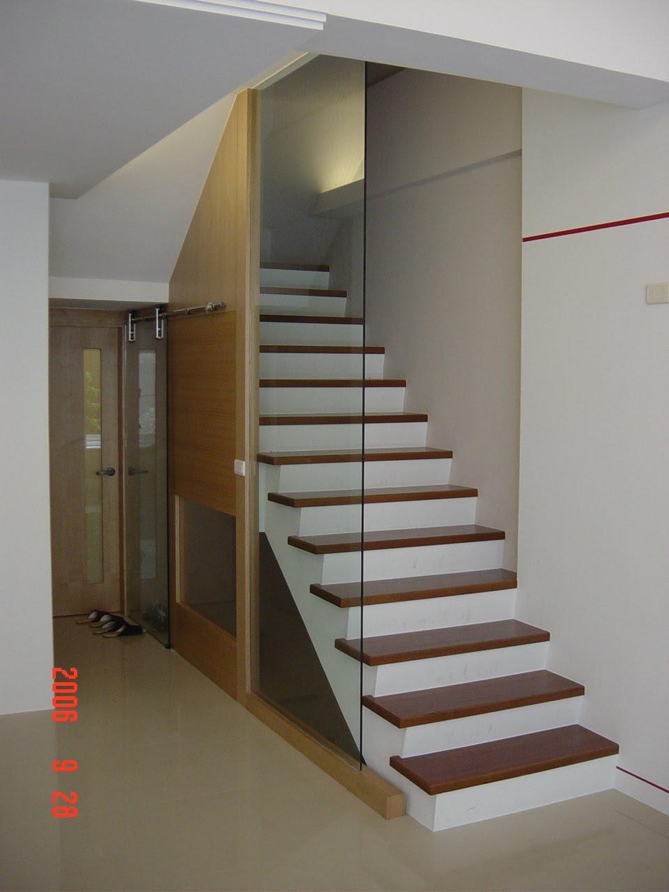 浩鼎室內裝修: 樓梯欄桿也以有點變化
