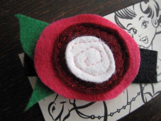 pUnKrAwKpUrL flower hairclip