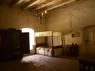 Dormitorio principal en la Purisima Mision