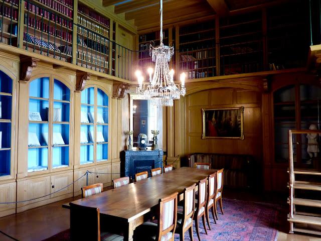 Biblioteca del Castillo de Oberhofen en Suiza