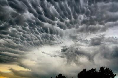 Las nubes imposibles ... la mano de Dios