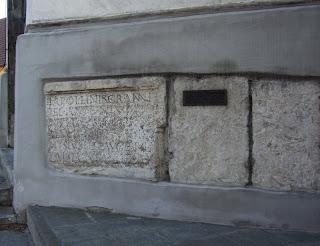 In Faiminger Kirche verbaute Steine des römischen Phoebiana