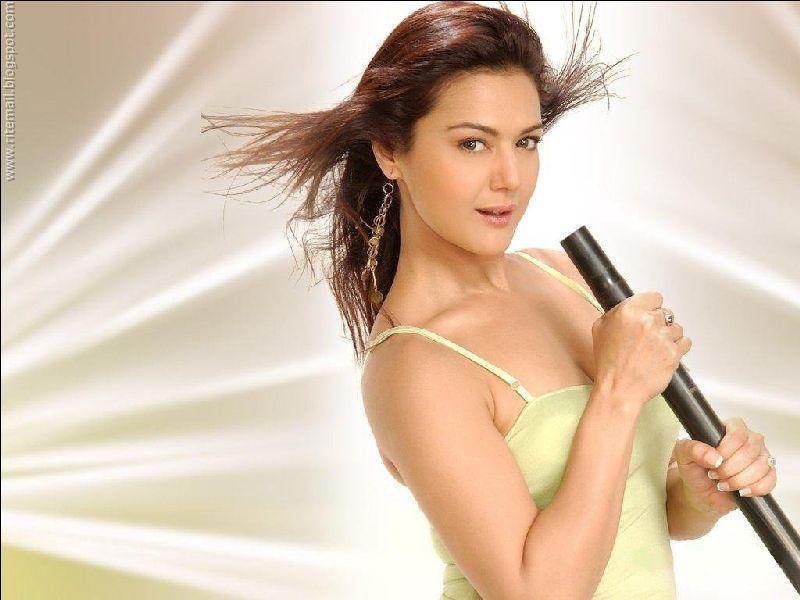 Preity Zinta Boob Show 78