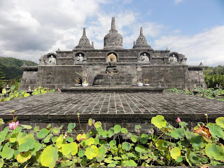 froggy bali munduk bains banjar temple bouddhiste. Black Bedroom Furniture Sets. Home Design Ideas