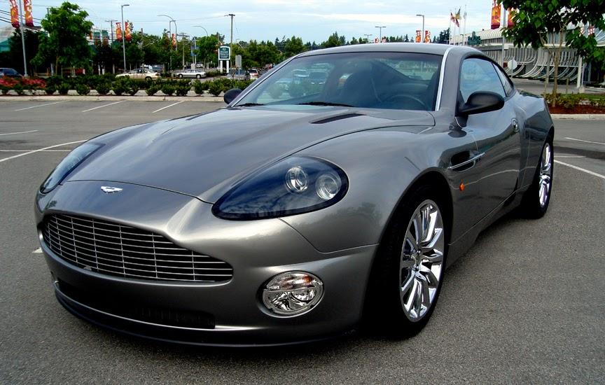 James Bond Aston Martin Vanquish V12 Replica