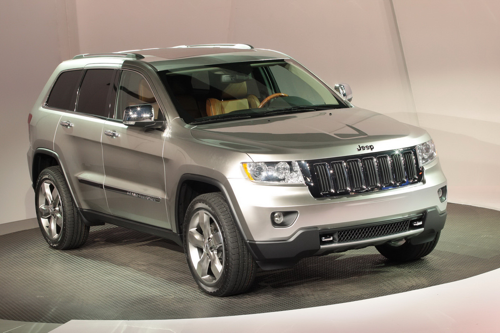 2011 jeep grand cherokee prices announced starts from 32 995. Black Bedroom Furniture Sets. Home Design Ideas