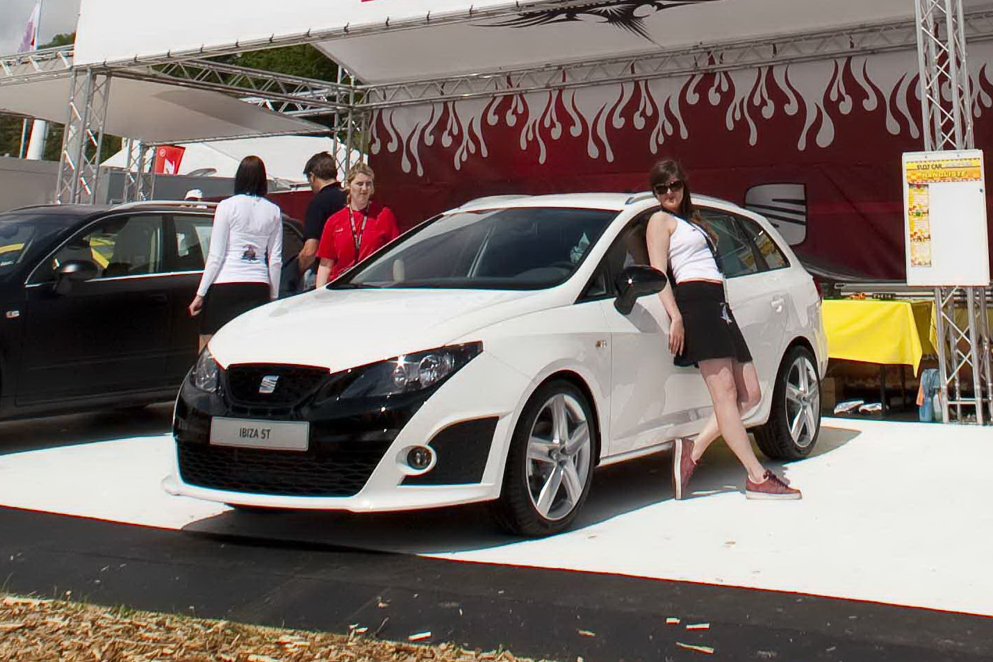 seat shows ibiza sports tourer bocanegra at w rthersee 2010 keeps details to itself. Black Bedroom Furniture Sets. Home Design Ideas