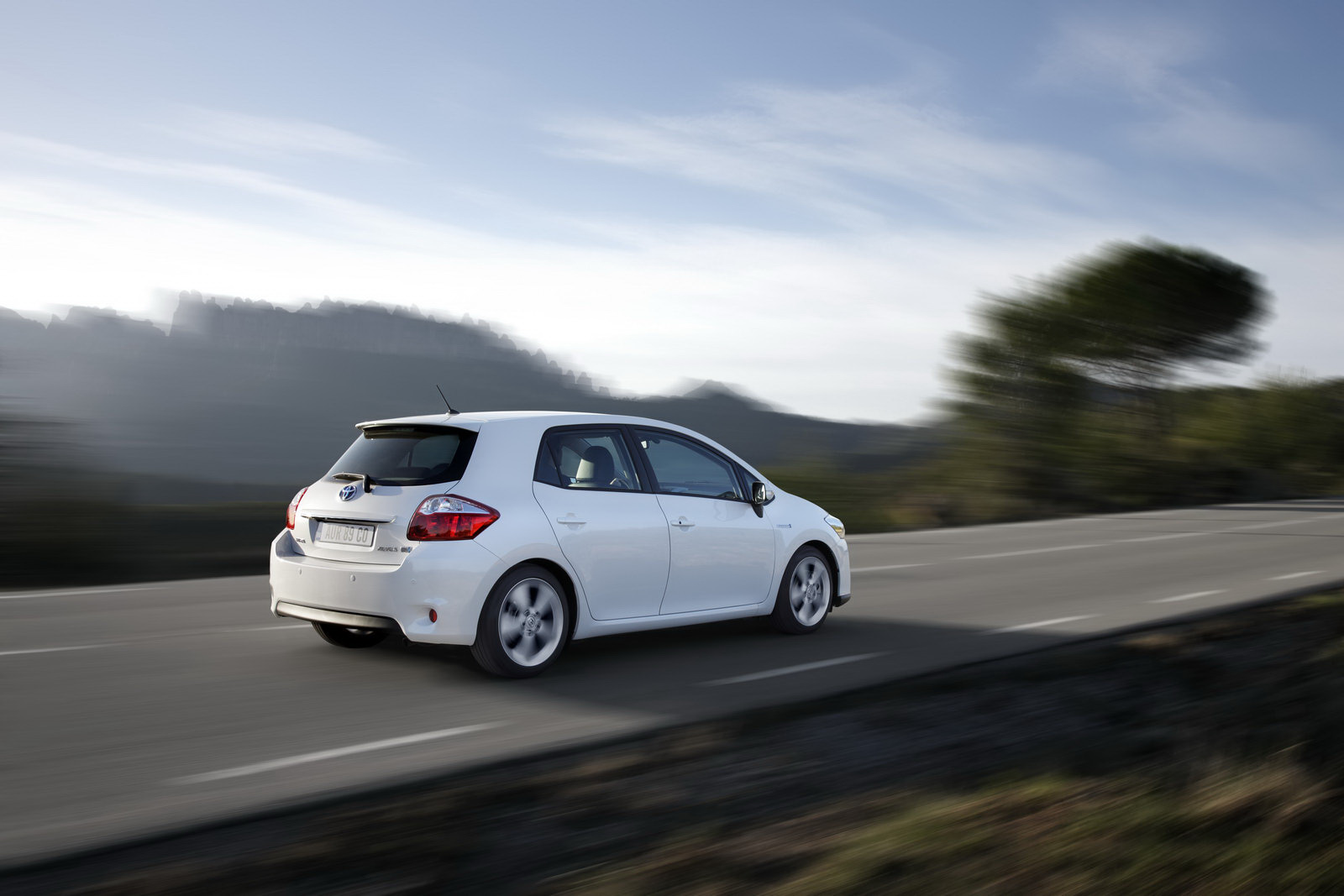 toyota uk prices auris hybrid only slightly cheaper than. Black Bedroom Furniture Sets. Home Design Ideas