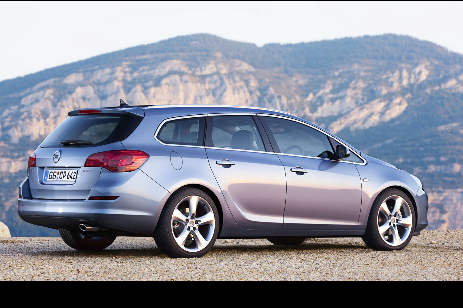 new opel astra sports tourer unveiled should buick bring it to the states carscoops. Black Bedroom Furniture Sets. Home Design Ideas