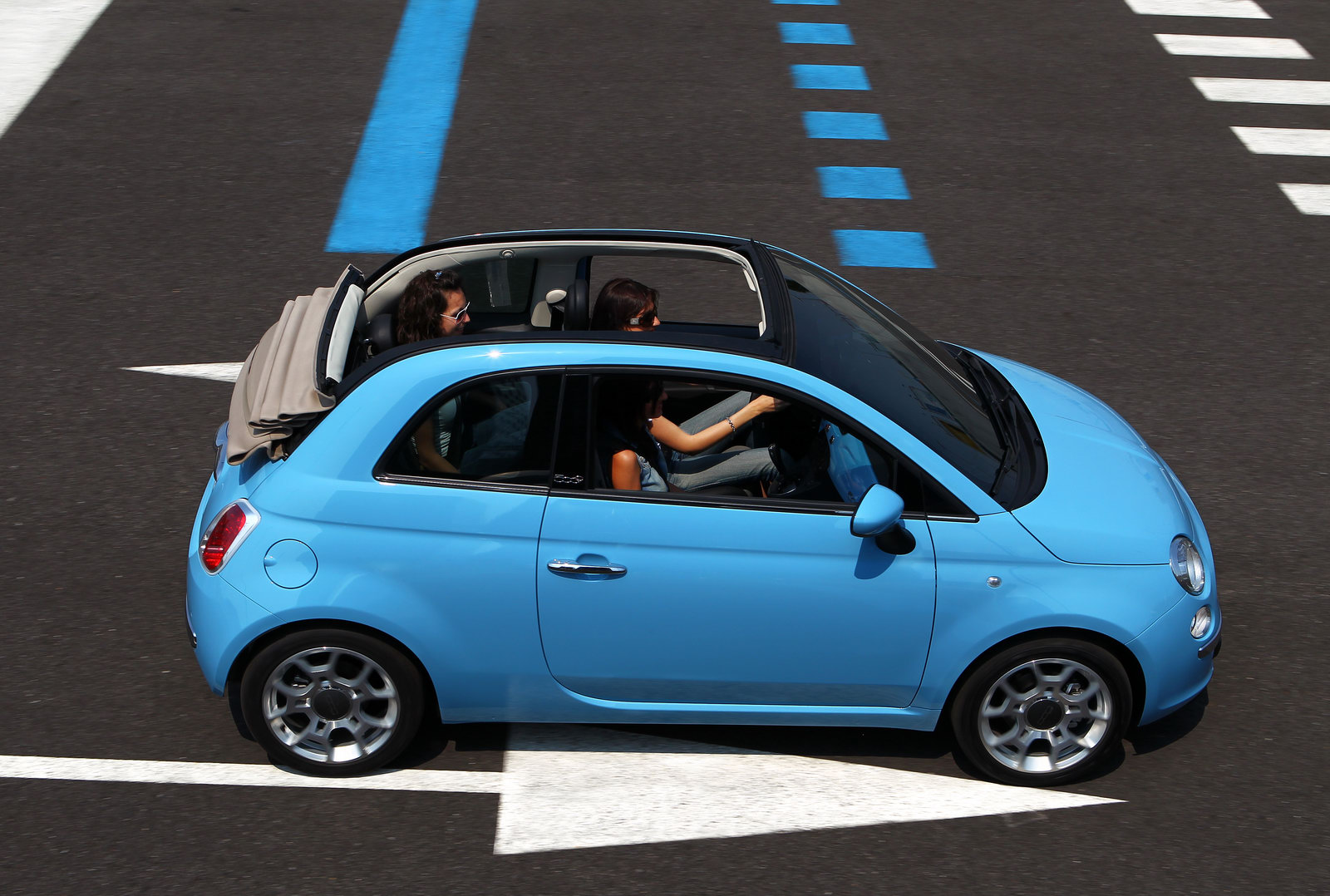 fiat 500 and 500c get new twinair 85hp two cylinder turbo engine carscoops. Black Bedroom Furniture Sets. Home Design Ideas