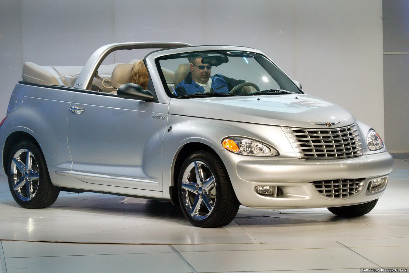chrysler bids farewell to iconic pt cruiser last model rolls off assembly line in mexico. Black Bedroom Furniture Sets. Home Design Ideas