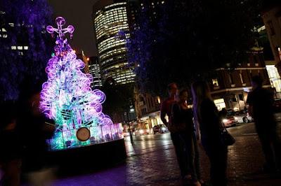 Árvore de Natal feita com 100 bicicletas 12