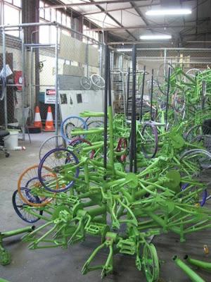 Árvore de Natal feita com 100 bicicletas 3