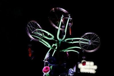 Árvore de Natal feita com 100 bicicletas 20