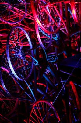 Árvore de Natal feita com 100 bicicletas 17