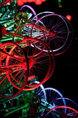 Árvore de Natal feita com 100 bicicletas 33