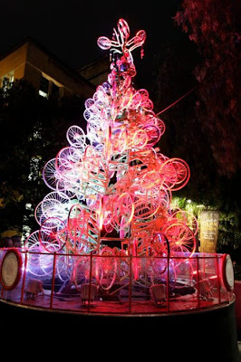 Árvore de Natal feita com 100 bicicletas 23