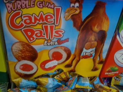 cojones de camello... ¡aciditos, rellenos de líquido, uhhhm, qué ricos!