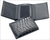 Portefeuille en alligator proposé par Ferrini (Ostrich Goods, 185$).