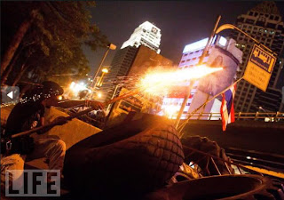 Kumpulan Foto Bentrokan di Thailand