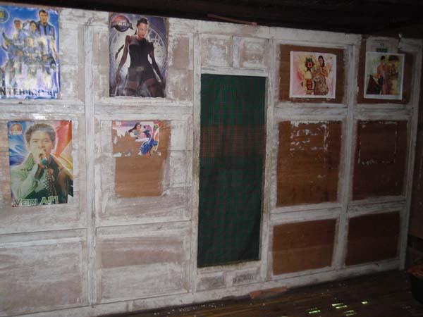 tampak dalam rumah penduduk suku kajang amma toa