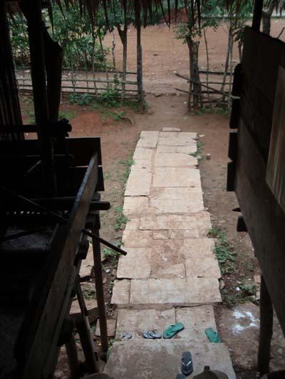 teras rumah penduduk suku kajang amma toa