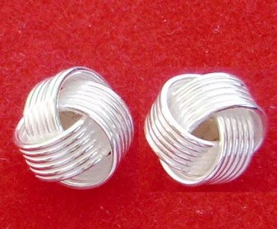 ac3c7612e623 Aretes cortos de poste y mariposa en plata fina .925 en forma de flor