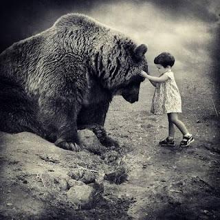 oso y una niña