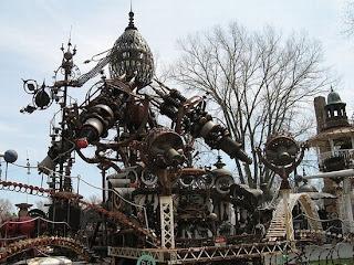 esculturas con desechos plásticos, metalicos y otros,  el arte de reciclar