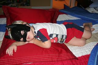http://4.bp.blogspot.com/_GfSSZkPtNHE/SQ6T7oOZPqI/AAAAAAAAACI/uh_-1GyOHQM/s320/Sonny+sleeping+in+big+boy+bed+014.jpg