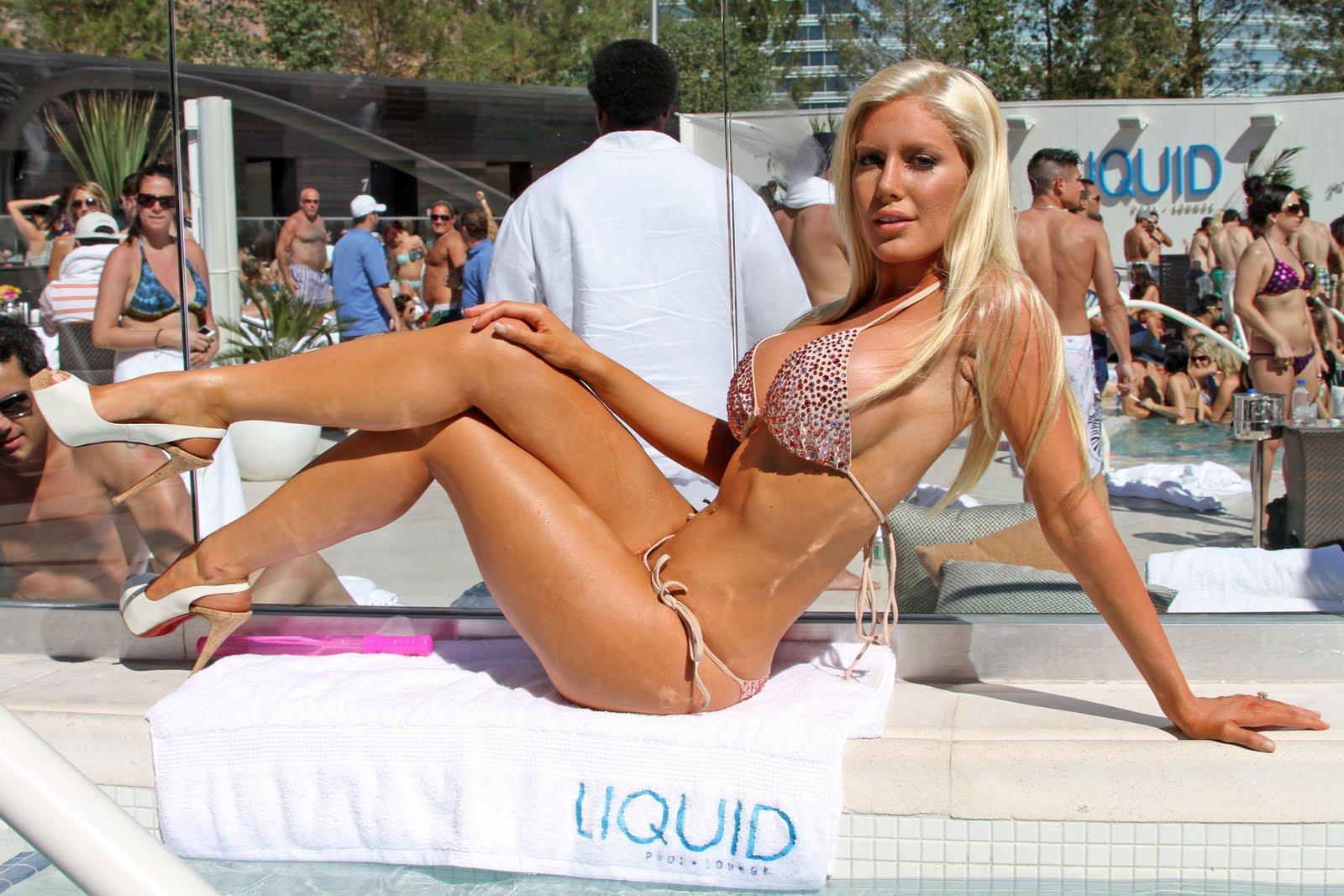 Beautiful nude girl in america