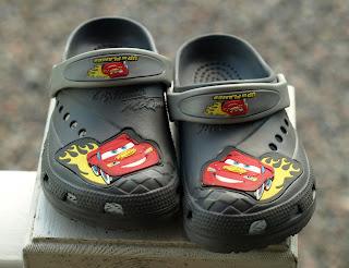 hans skor är för stora